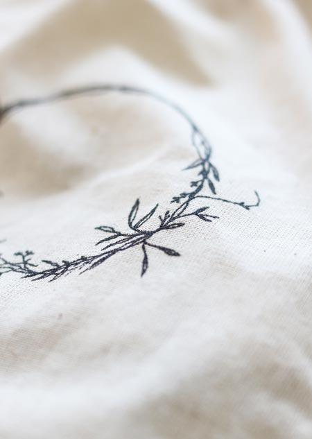 Cotton pouch - wreath (medium)